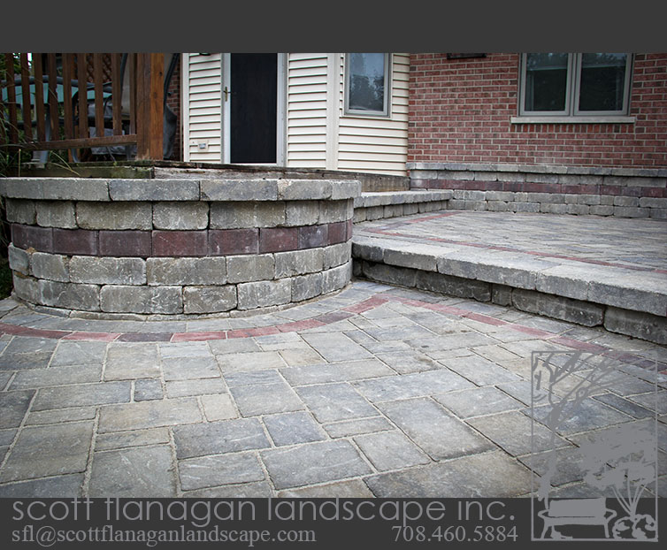 Retaining Wall with Banding